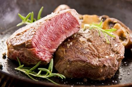 grill-fleisch-wie-lange-grillen-steak-wurst-poulet