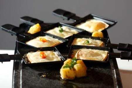 Die meisten Raclette-Ofen haben auch einen Tischgrill
