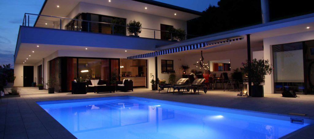 der traum vom eigenen schwimmbad swimming pool grillen bbq. Black Bedroom Furniture Sets. Home Design Ideas