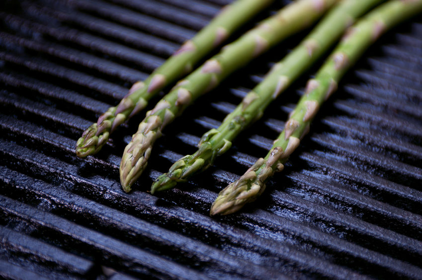 grill-rezept-spargel-gruen-mozzarella-baerlauch